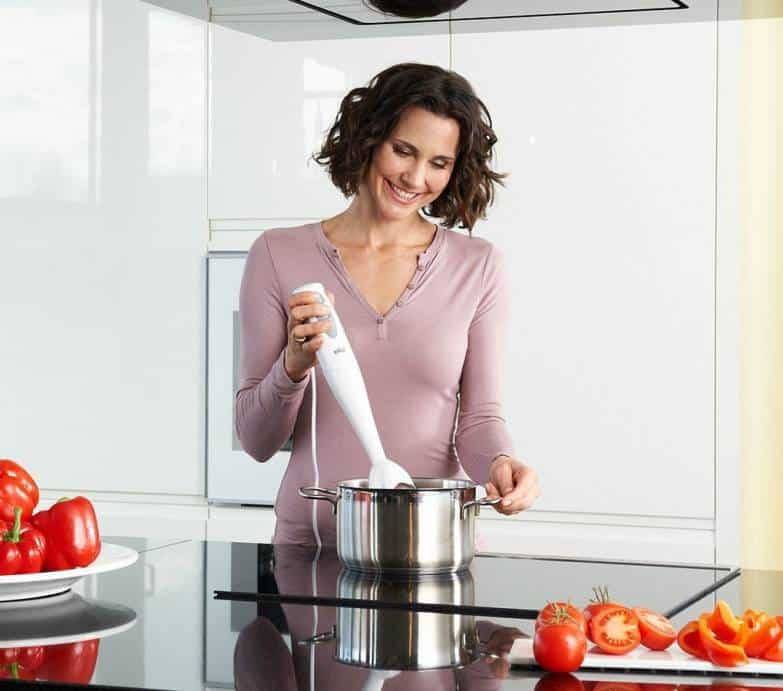 batir mezclar frutas y preparar merengue
