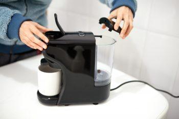 depósito de agua en cafetera ikohs
