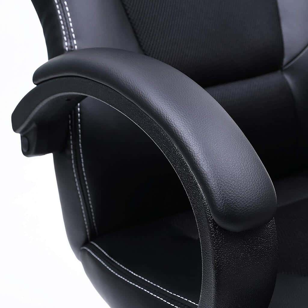 reposa-brazos-en-una-silla-ergonómica